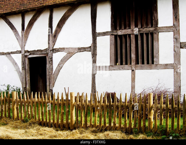 Early 15th century timber-framed yeoman's farmhouse showing timber frame & wattle and daub walls with simple - Stock Image