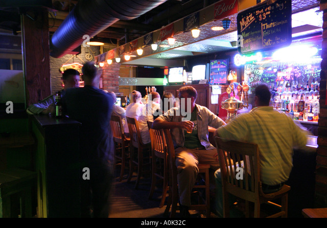 Toledo Ohio Oliver House bar nightlife drinking talking alcohol - Stock Image