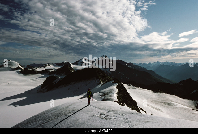 A mountaineer on the Mittel Hintereis Spitze, Ötztal Alps, Austria - Stock Image
