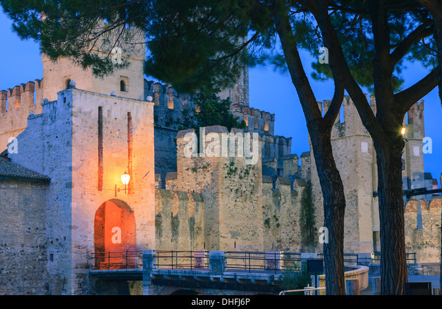 Sirmione is a comune at lake Garda in the province of Brescia, in Lombardy, northern Italy - Stock-Bilder