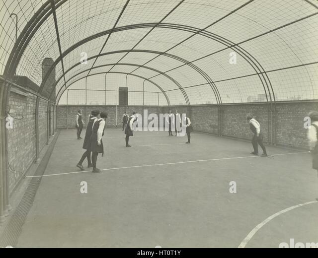 Girls playing netball on a roof playground, Barrett Street Trade School, London, 1927. Artist: Unknown. - Stock Image