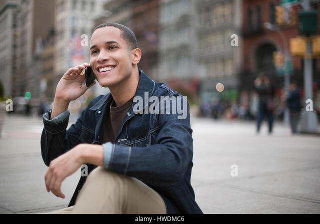 Young man in street, using smartphone, Manhattan, New York, USA - Stock-Bilder