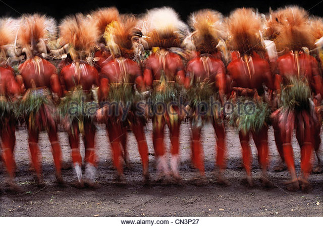Huli tribesmen perform at singsing at Mount Hagen, Papua New Guinea - Stock Image