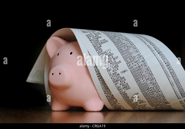 PIGGYBANK WITH SUPERMARKET TILL RECEIPTS RE SHOPPING FOOD BILLS COSTS INCOMES HOUSEHOLD BUDGETS WAGES SAVINGS THE - Stock Image