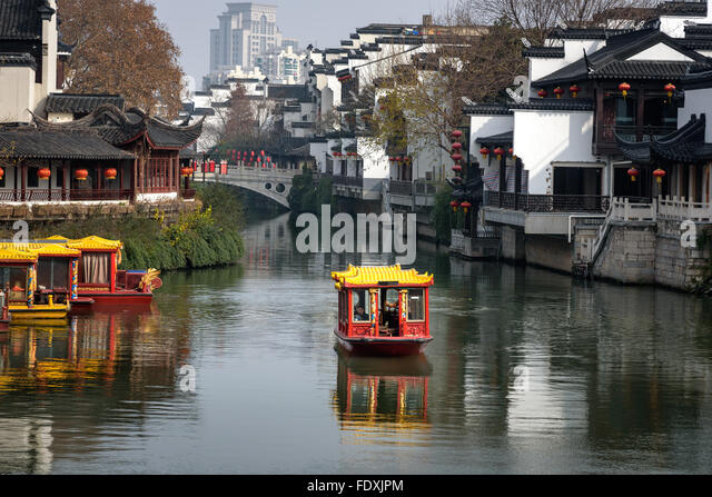 qinhui-river-passing-through-the-old-tow