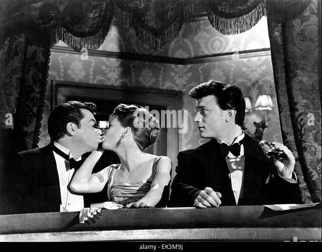 Ron Randell, Julie Harris, Laurence Harvey, on-set of the British Film 'I am a Camera', 1955 - Stock Image
