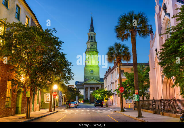 Charleston, South Carolina, USA view of the French Quarter at Twilight. - Stock-Bilder