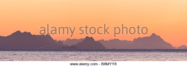 Panoramic view of coastline at dawn, Lofoten Islands, Norway - Stock-Bilder