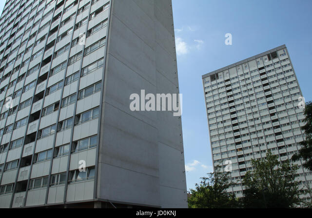 London, UK. 16th June, 2017 - Two tower blocks with cladding located in the borough of Kensington and Chelsea.  - Stock Image