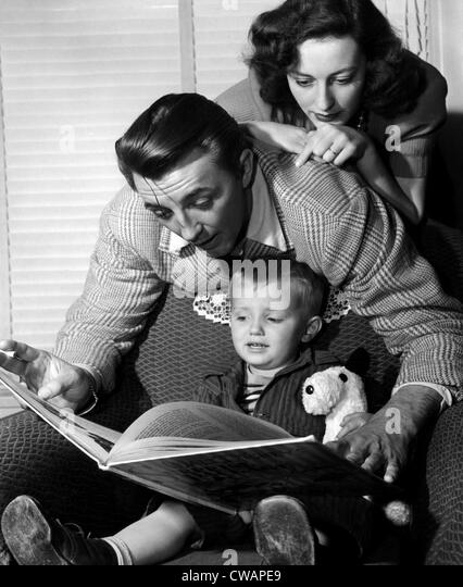 American actor Robert Mitchum (center), with his wife Dorothy Mitchum (top), and son Jim (bottom), 1947.. Courtesy: - Stock-Bilder
