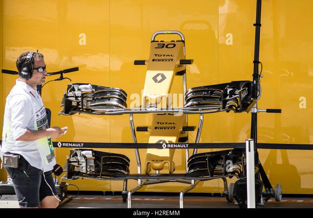 F1 racing car driver stock photos f1 racing car driver for Credit garage renault