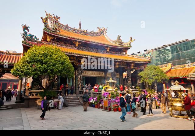 Longshan or Lungshan Temple Taipei Taiwan. JMH5714 - Stock Image