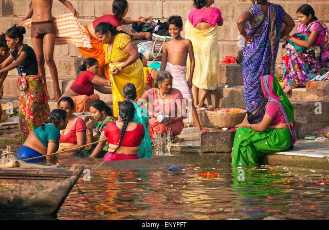 hindu worshippers bathing in the Ganga river, Varanasi, Uttar Pradesh, India, Asia - Stock-Bilder