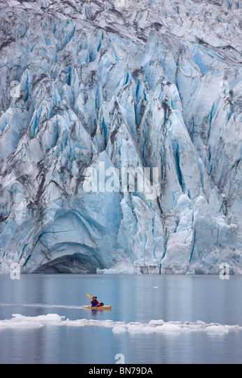 Man kayaking in Shoup Bay with Shoup Glacier in the background, Shoup Bay State Marine Park, Prince William Sound, - Stock Image