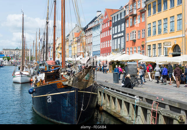 Sailing boats and restaurants on 17th century waterfront, Nyhaven Canal, Copenhagen, Hovedstaden Region, Kingdom - Stock Image