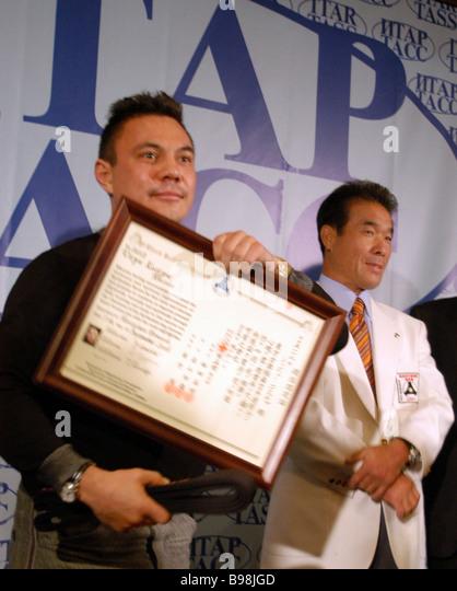 Super lightweight boxing world champion Konstantin Tzyu and President of the International Organization of Kyokushinkan - Stock Image