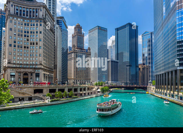 Downtown skyline and river cruise boat on the Chicago River near the Michigan Avenue Bridge, Chicago, Illinois, - Stock Image