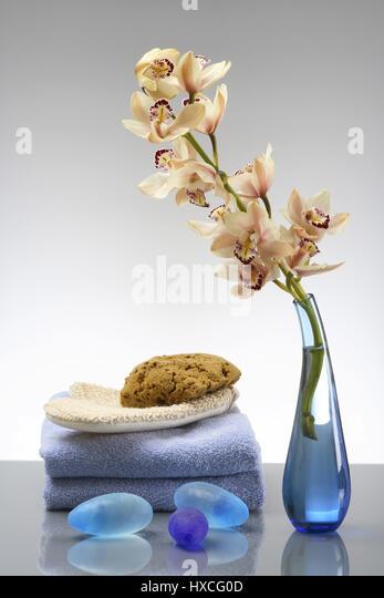 Orchid with towels, sponge, massage glove and blue stones, Orchidee mit Handtuecher, Schwamm, Massagehandschuh und - Stock-Bilder