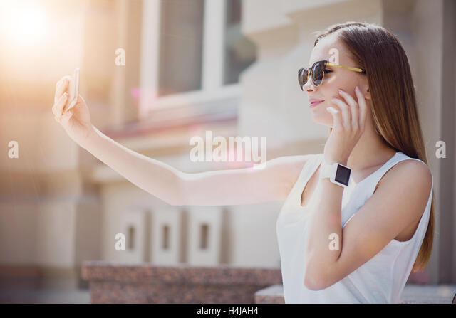 how to take attractive selfies