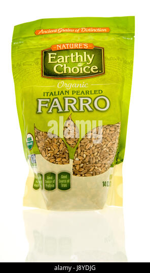 Winneconne, WI - 13 May 2017: A bag of Nature's Earthly Choice organic Italian farro on an isolated background. - Stock Image