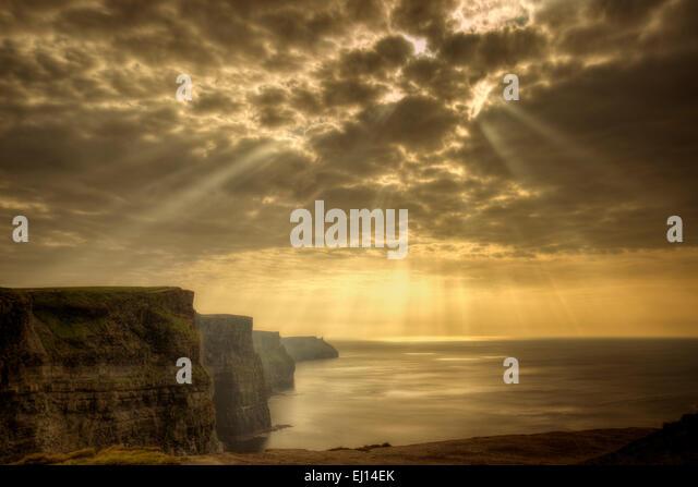 Cliffs of Moher with Gods rays Ireland - Stock-Bilder