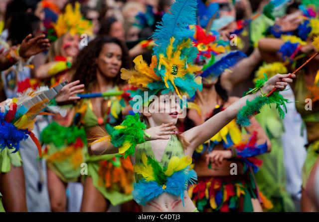 Karneval der Kulturen, dance,Berlin,Festival,people,crowd,african,street,parade,feathers,fun,chiild,group, - Stock-Bilder