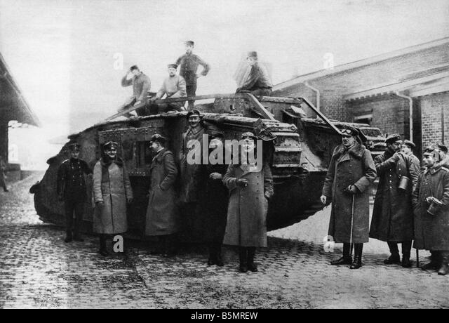 9 1917 11 20 A2 26 E WW1 Ger tank recovery station Cambrai World War 1 1914 18 France Battle of Cambrai 20th 29th - Stock-Bilder