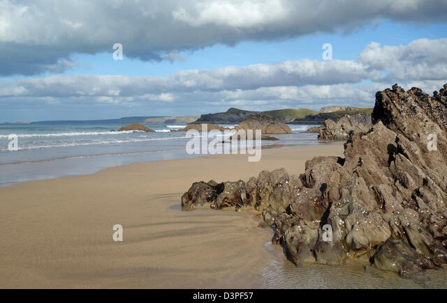 Newquay sandy beach rocks, Cornwall UK. - Stock Image