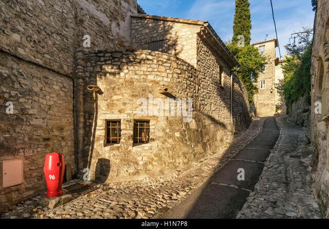 Alley in roman town Vaison la Romaine , Provence, Provence-Alpes-Côte d'Azur, Vaucluse, France - Stock Image
