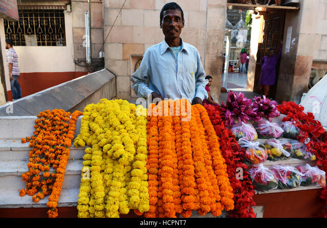 Flower garments sold at the gate of the Kamakhya temple in Guwahati, Assam. - Stock Image