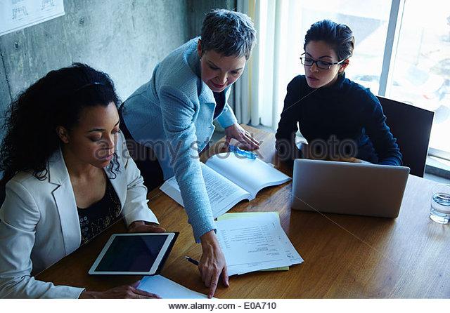 Three businesswomen meeting in office - Stock Image