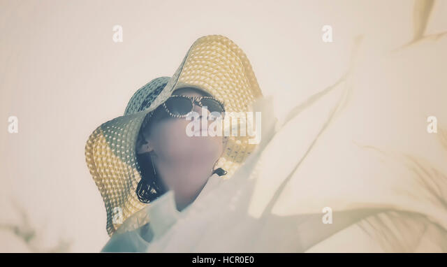 Beautiful little girl in summer hat and sunglasses - Stock Image
