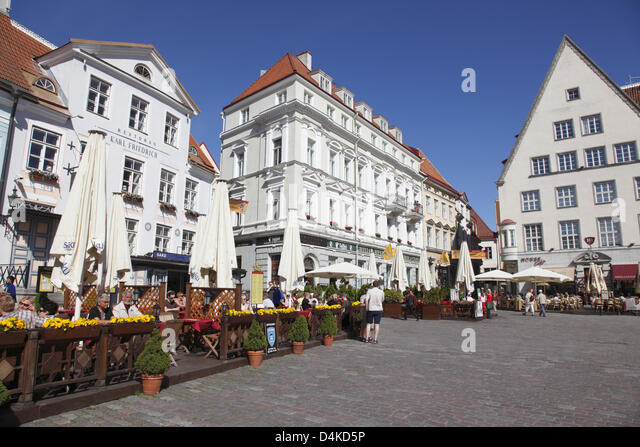 The picture shows houses and restaurants on the market square in Tallinn, Estonia, June 2009. The old town of Tallinn - Stock Image