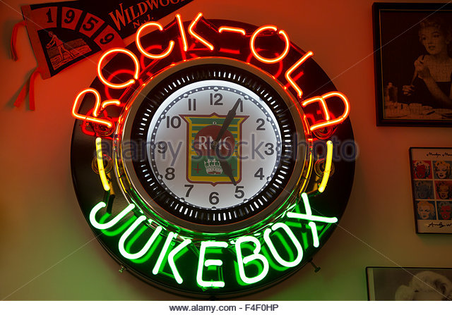 Neon Jukebox clock at Cool Scoops Ice Cream Parlor, Wildwood, New Jersey, USA Mid Century Design. Property released - Stock Image