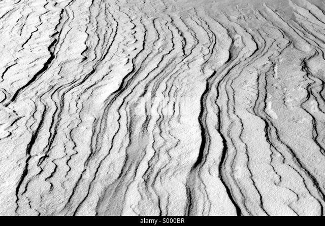 Windswept snow drifts in Brooklyn Bridge Park in Brooklyn, New York. - Stock Image
