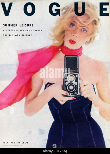 Cover of fashion magazine VOGUE July 1952 photographed by Irving Penn priced at 3 shillings and 6 pence - Stock Image
