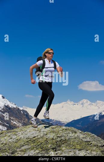 Jogger running on top of the World - Stock-Bilder