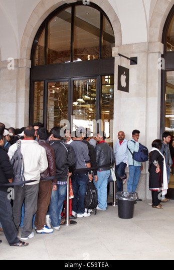 Queue outside new Apple store in Covent Garden to purchase and then export Apple products - Stock Image