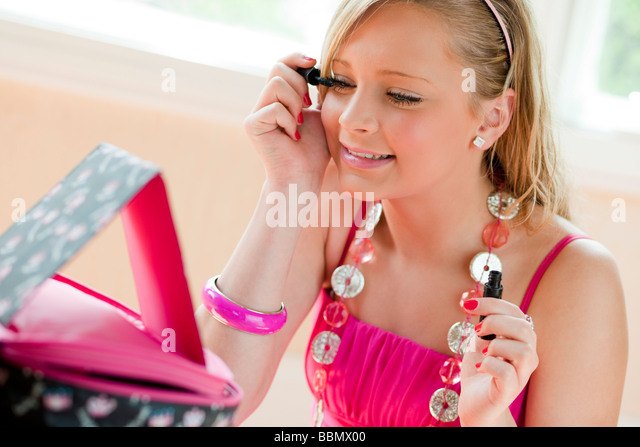girl applying mascara - Stock Image
