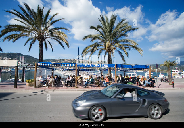 Mallorca Poirt d Andratx Cafe palm trees Porsche - Stock Image