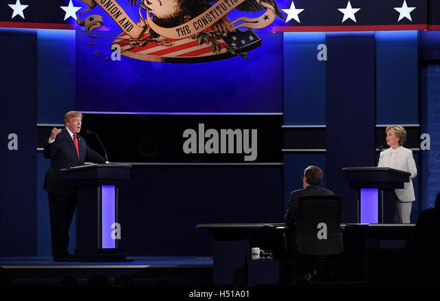 Las Vegas. 19th Oct, 2016. Republican presidential candidate Donald Trump (L) and Democratic presidential candidate - Stock-Bilder