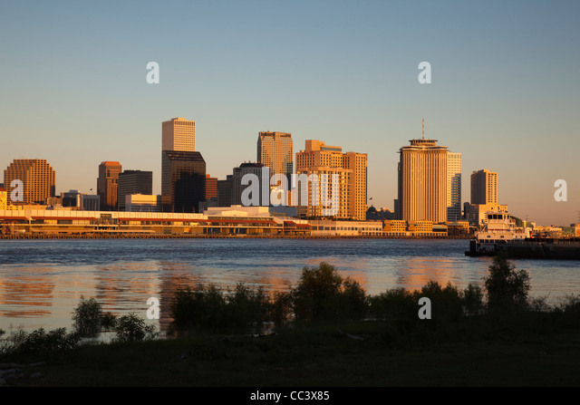 USA, Louisiana, New Orleans, skyline and Mississippi River, dawn - Stock-Bilder