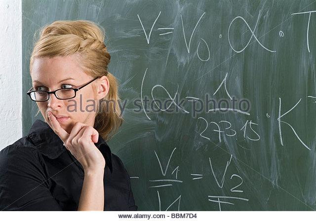 Physics teacher standing in front of the blackbard, explaining the Gay-Lussac law - Stock-Bilder
