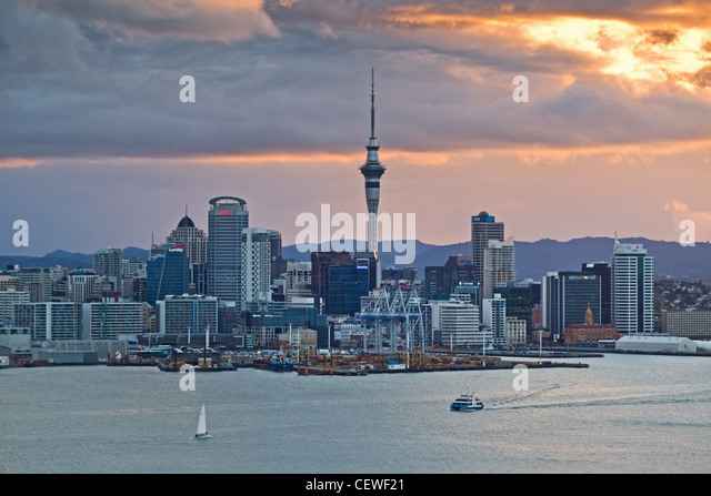 Auckand City Skyline across the harbour to the CBD from Mount Victoria, Auckland, New Zealand - Stock-Bilder