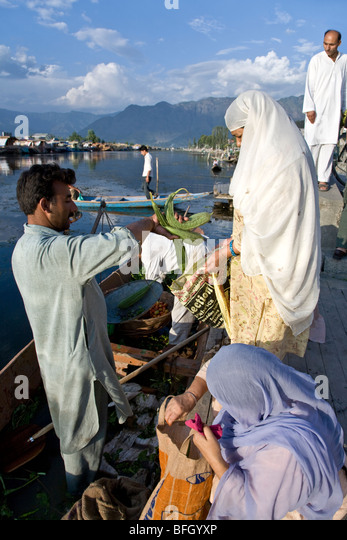 srinagar women Srinagar is a gem in the valley of kashmir, known for its gold temple and dal lake mirroring the typical house-boats its peaceful waterfronts and its eden-like mughal gardens brimming full of colors, flowers, and fruits, promises of.