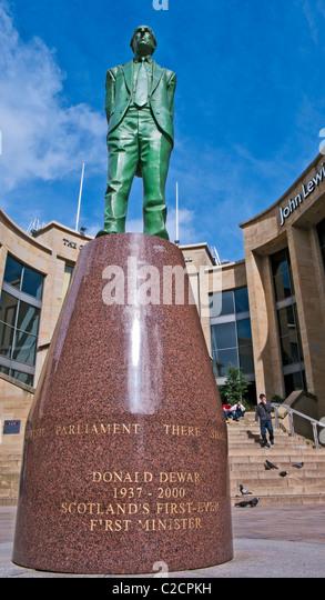 Statue of former Scottish First Minister Donald Dewar in Buchanan Street Glasgow - Stock Image