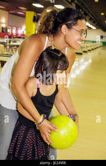 Indiana Valparaiso Inman's Fun and Party Center bowling lane Hispanic woman girl mother daughter teach ten-pin - Stock Image