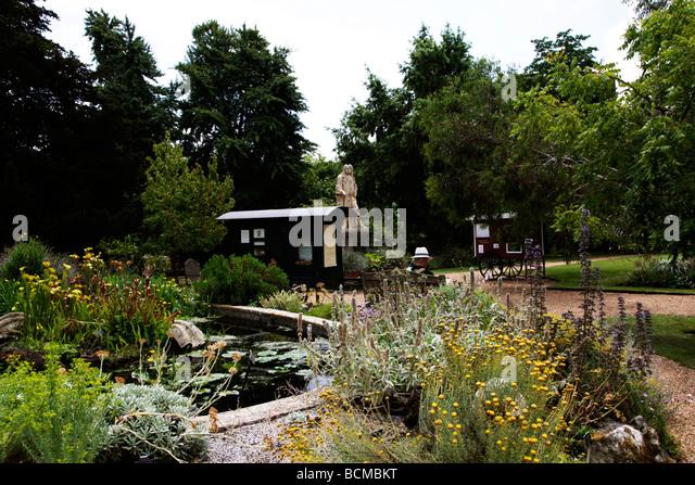Chelsea Physic Garden London's oldest botanic garden and Statue of  Hans Sloane London England UK - Stock-Bilder