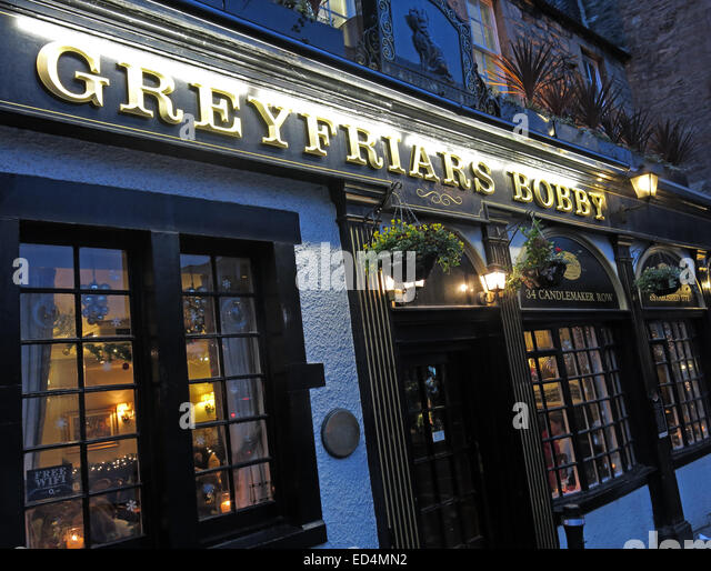 Greyfriars Bobby historic pub at dusk, Edinburgh Old Town, Dog outside, Lothians, Scotland, UK - Stock Image