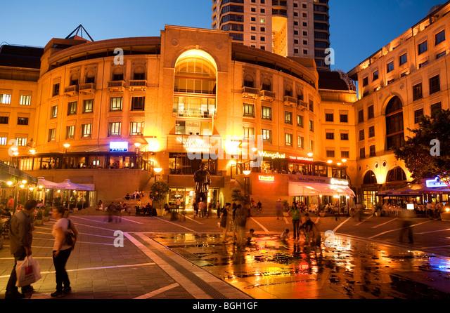 Nelson Mandela Square in the evening. Sandton, Johannesburg, South Africa - Stock Image